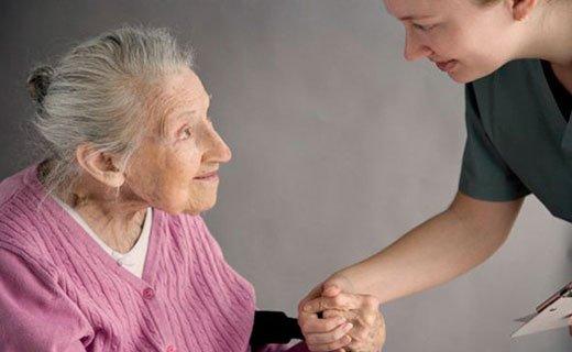 ElderlyWomanAndNurse_520x320