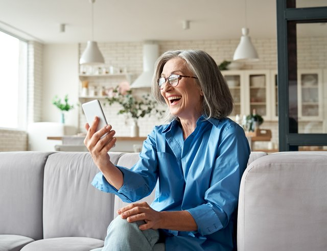 Using Technology to Help Seniors Stay Connected