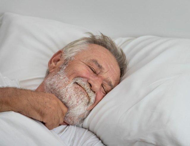 RedLandCotton-76341-Helping-Seniors-Sleep-image1.jpg